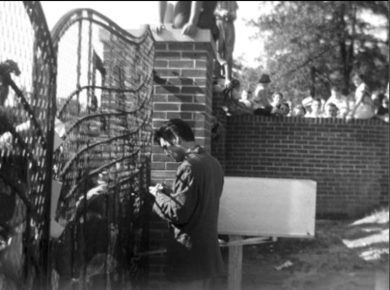 Early Elvis at Gate with fans 2