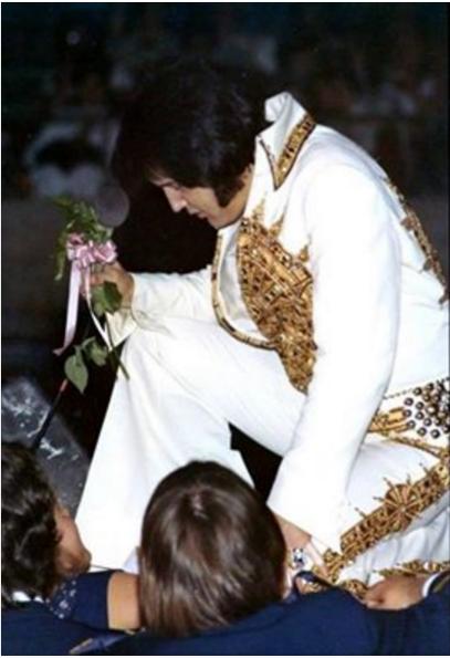 Elvis in Sundial suit in 1977